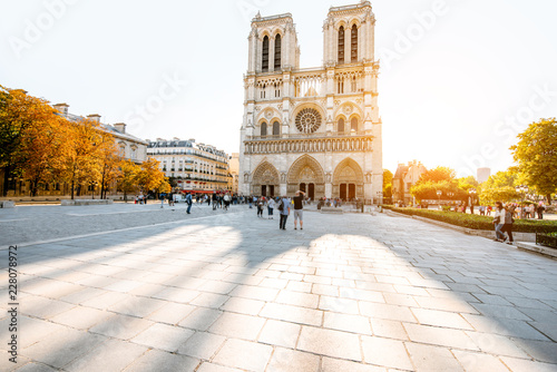 Fotografia  View on the famous Notre-Dame cathedral and square during the morning light in P