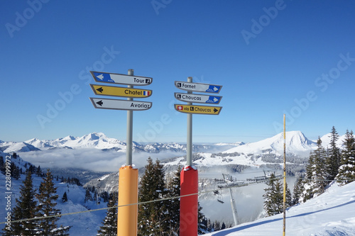 Fotografia, Obraz  Direction signs for skiers on the slopes above Avoriaz in the French Alps
