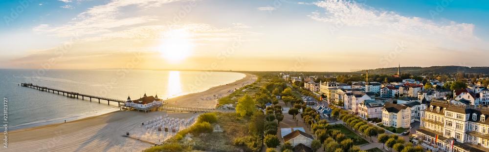 Fototapety, obrazy: Luftbild Ahlbecker Strand mit Seebrücke und Promenade