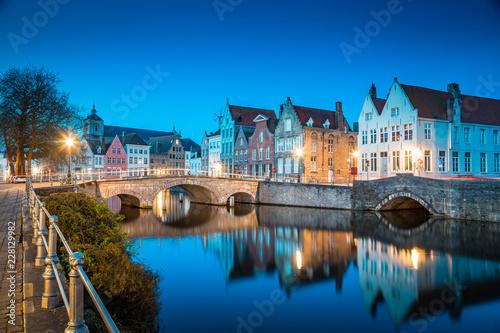 Spoed Foto op Canvas Centraal Europa Historic city of Brugge at night, Flanders, Belgium
