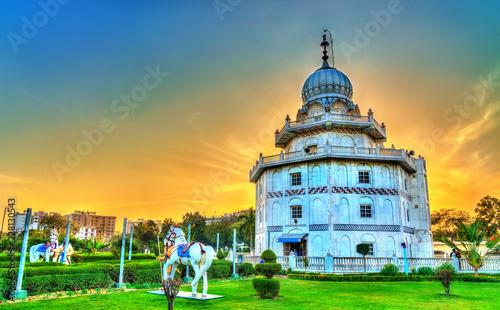 Deurstickers Asia land Gurudwara Guru Ka Taal, a historical Sikh pilgrimage place near Sikandra in Agra, India