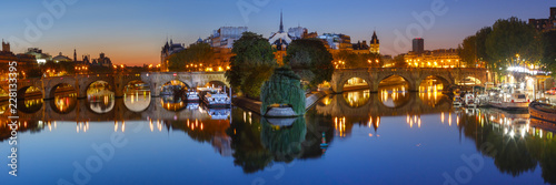 Poster de jardin Paris Panoramic view of Ile de la Cite and Pont Neuf at sunrise in Paris, France, as seen from Pont des Arts