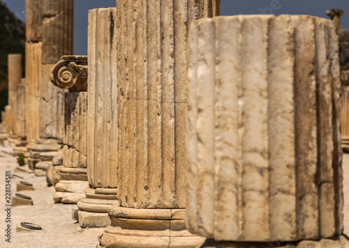 Poster Ruine Ancient Ionic column head in Ephesus. View of the roman pillars in the ruins of Ephesus, Selcuk, Izmir, Turkey