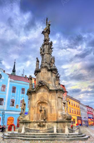 In de dag Centraal Europa Plague Column on the main square of Jindrichuv Hradec, Czech Republic
