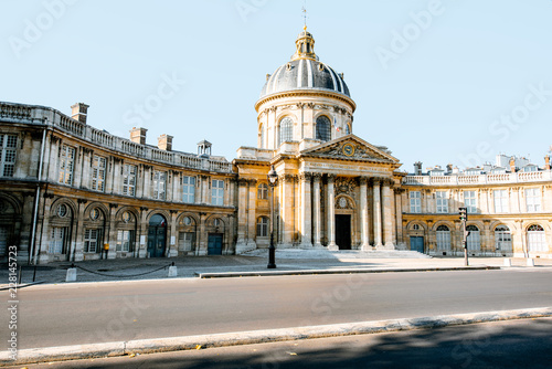 Keuken foto achterwand Historisch geb. The Institute of France building during the sunny weather in Paris