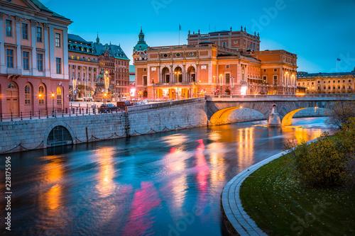 Fotobehang Centraal Europa Royal Swedish Opera (Kungliga Operan) in Stockholm at twilight, Sweden, Scandinavia