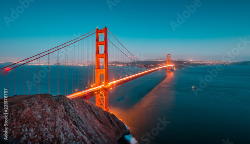 Tuinposter San Francisco Golden Gate Bridge at twilight, San Francisco, California, USA
