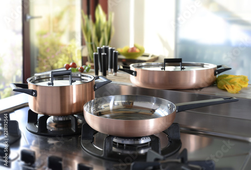 Pinturas sobre lienzo  set of cookware on the hob