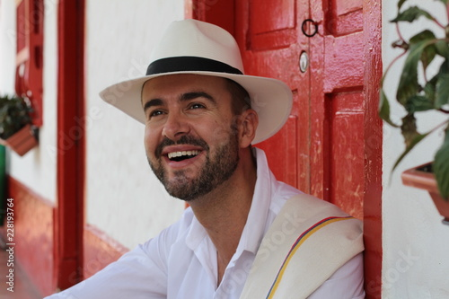 Photo Man sitting in traditional colonial house
