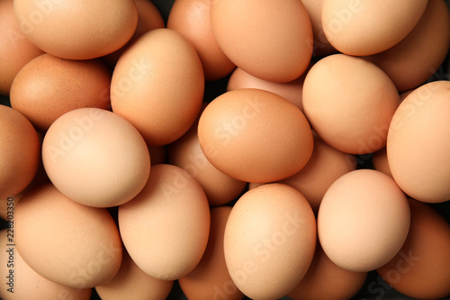 Photo  Pile of raw brown chicken eggs, top view