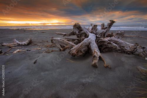 Poster Oceanië dramatic sunset sky hokitika beach southland new zealand