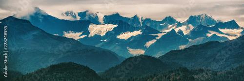 Spoed Foto op Canvas Verenigde Staten Alaska mountains inside passage nature landscape panoramic banner in summer at dusk - Glacier bay Mountain range, USA travel.