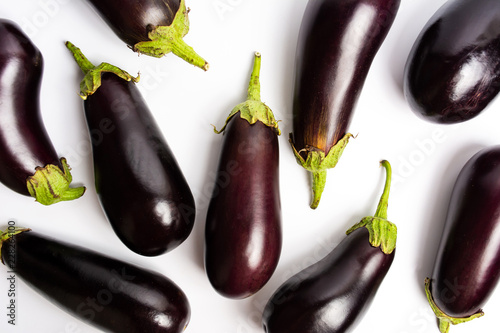 Photo Eggplant on a white background flat lay