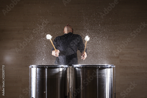 Fotografia, Obraz percussionist practicing with two drums