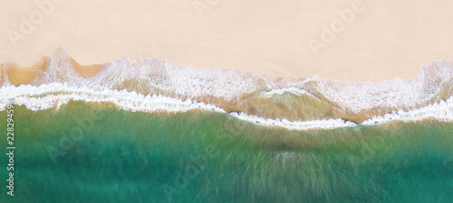 Fotomural  Waves on the beach as a background