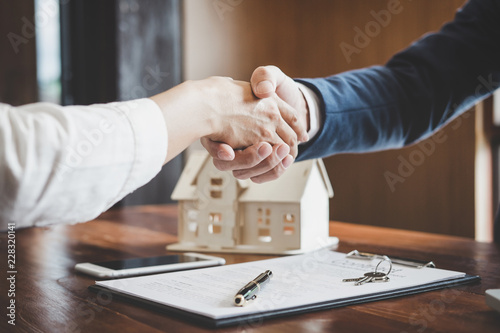 Fototapeta Estate agent and customer shaking hands after finished contract after about home insurance and investment loan obraz
