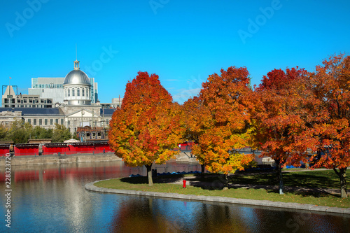 In de dag Centraal-Amerika Landen Autumn in Old port of Montreal in Canada