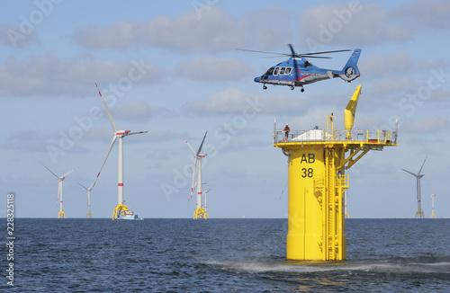 Offshore Windpark Hochsee Rettungsübung mit Helikopter