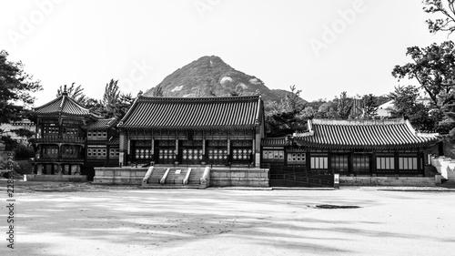 Fotobehang Seoel Traditional korean architecture. Gyeongbokgung Palace, Seoul, South Korea