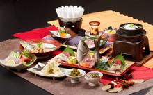 会席 和 料理 刺身 鮪 イサキ 姿 造り 調理 煮付 懐石 盛り付け 和食 日本 雅 和紙 新鮮 鮮魚 サンマ寿司 お刺身 寿司 プリン