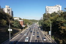 One And The Avenues Of Kiev, On Which Cars Are Traveling At Rush Hour. In The Distance You Can See The Monument, A Symbol Of Victory In The Second World War.