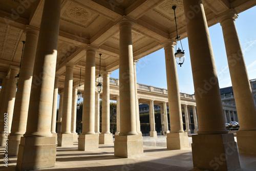 Photo sur Toile Europe Centrale Portique du Palais Royal à Paris, France