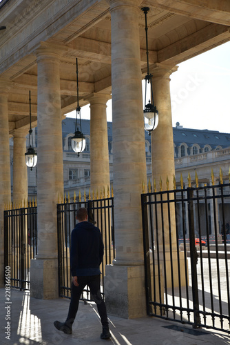 Photo sur Toile Europe Centrale Flâner au Palais Royal à Paris, France
