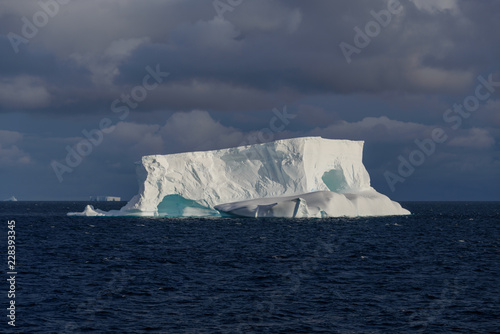 Spoed Foto op Canvas Antarctica Antarctic seascape tabular with iceberg