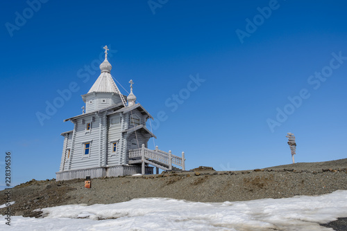 Deurstickers Antarctica Wooden church in Antarctica on Bellingshausen Russian Antarctic research station and helicopter