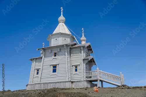 Foto op Plexiglas Antarctica Wooden church in Antarctica on Bellingshausen Russian Antarctic research station and helicopter