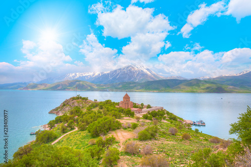 Papiers peints Con. ancienne The Armenian Cathedral Church of the Holy Cross in Akdamar Island in Van Lake, Turkey