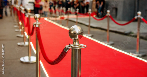 Fotografia  red carpet and barrier on entrance