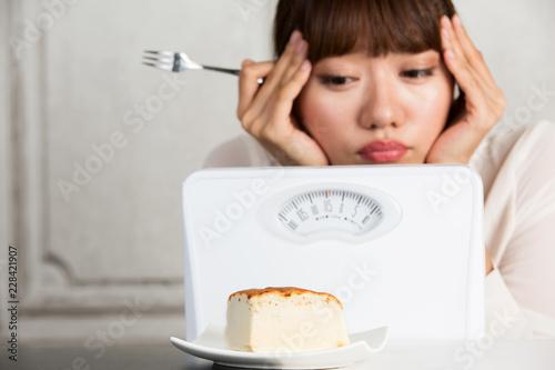 ダイエット・ケーキの誘惑 Fototapete