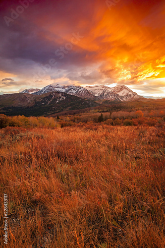 Foto op Canvas Rood paars Golden fall sunset in the Wasatch Back, Utah, USA.