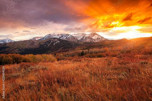 Keuken foto achterwand Rood paars Golden fall sunset in the Wasatch Back, Utah, USA.