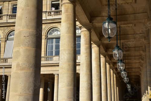 Fototapeta Colonnes du Palais Royal à Paris, France