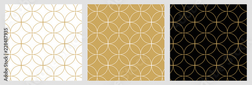 Tuinposter Kunstmatig Seamless abstract modern geometric circle line pattern for elegant golden christmas background