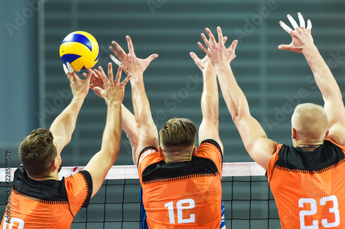 fototapeta na drzwi i meble Triple block in men volleyball