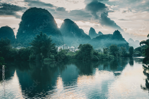 La pose en embrasure Guilin yangshuo landscape