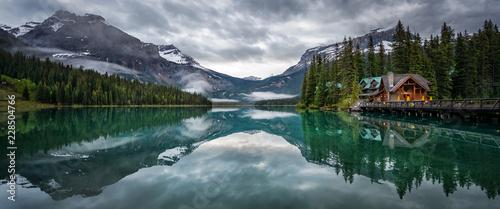 Poster Lac / Etang Emerald lake lodge hotel Yoho national park British Columbia Canada