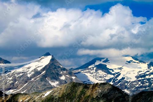 Photo  snowy mountain peak.