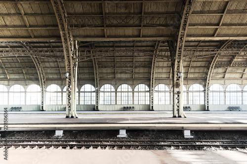 Pinturas sobre lienzo  Railway station platform, perron