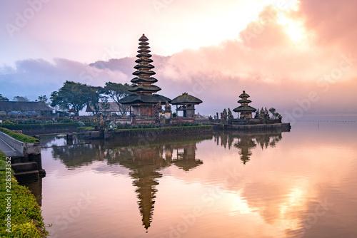 Poster Bali pura ulun danu bratan temple in Bali