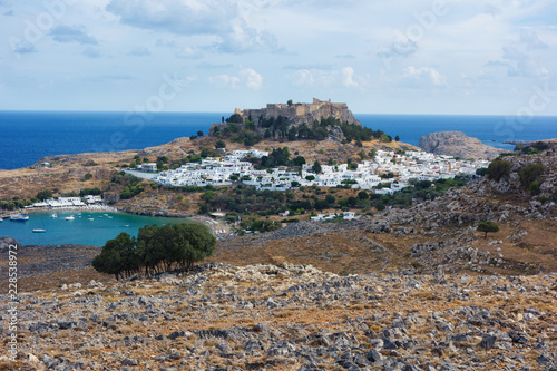 In de dag Centraal Europa Lindos and Acropolis, Rhodes Island, Greece. Lindos is town on the island of Rhodes, in the Dodecanese, Greece.
