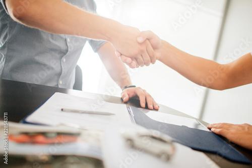 Fotomural  Agreement between two young men