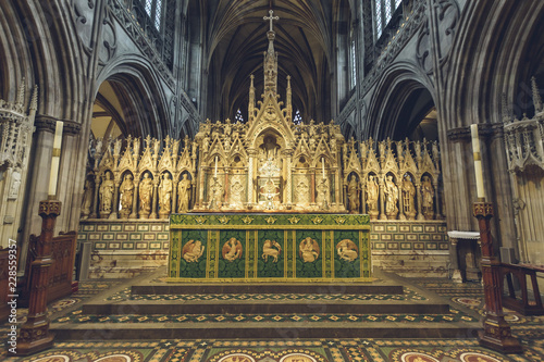 Foto Interiors of Lichfield Cathedral - High Altar close up
