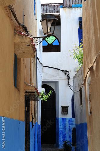 Poster Smal steegje narrow alley in casbah of Rabat, Morocco