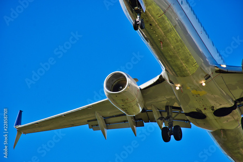 Photo  737 MAX - Civilian Jet Aircraft Landing - Deep Blue Sky - Fine Detail - Boeing 7