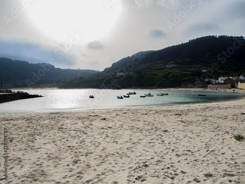 Paisaje de playa al atardecer en Praia da Concha en Lugo, España, verano de 2018