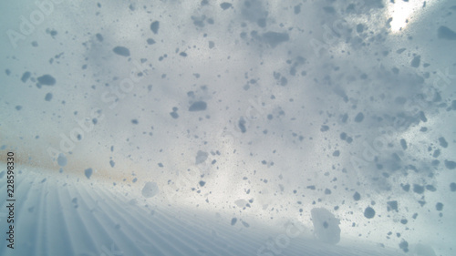Fotografia POV: Wild avalanche rushes down the groomed ski slopes in the beautiful Alps